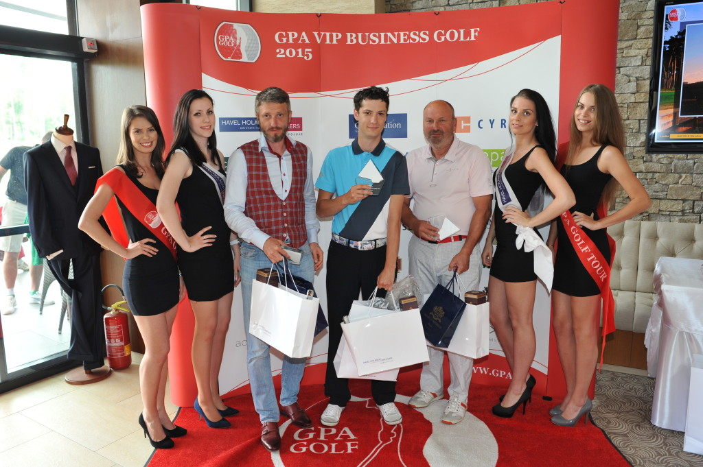 Hostesky  GPA , Marek Liso, majitel Marco Mirelli (partner golfové tour) spolu s výherci