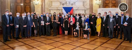 Senate President Miloš Vystrčil awards Silver Medal to 27 Czech personalities linked by their selfless service to others (25/09/2020)